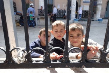 Young Syrian brothers in Izmir